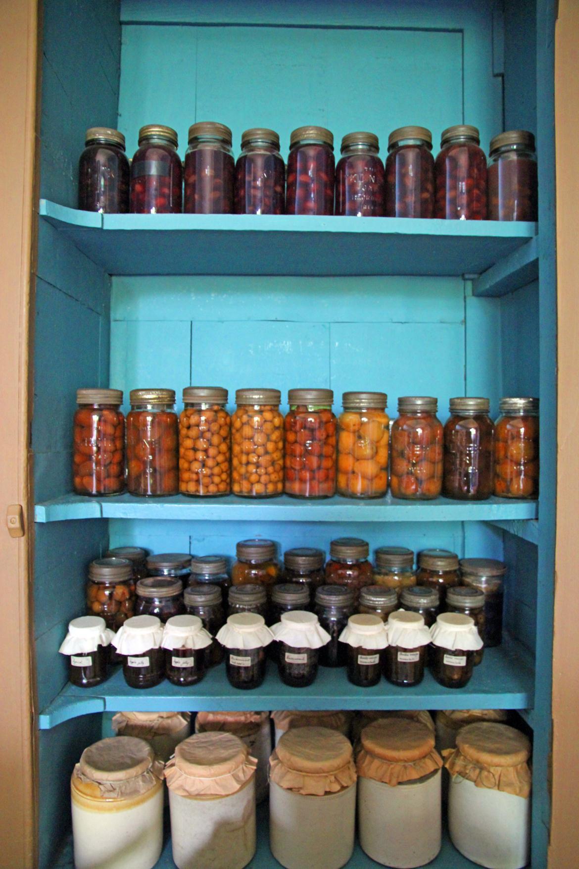 DIY-Food - Regal mit Eingemachten