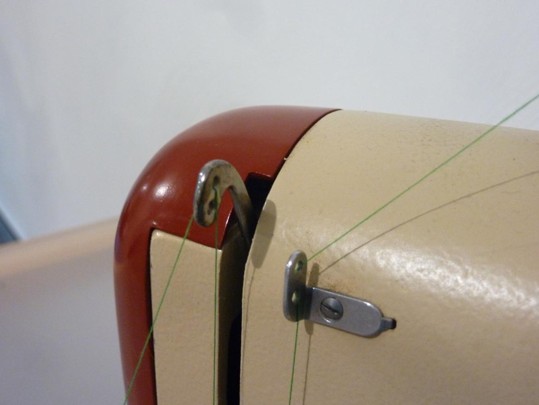 Einfädeln deiner Nähmaschine -Bild8